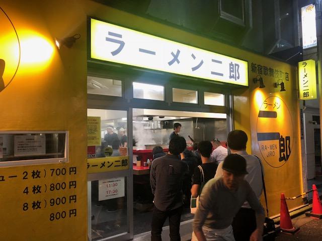 深夜の誘惑に負け食べてしまった!「ラーメン二郎 歌舞伎町店」