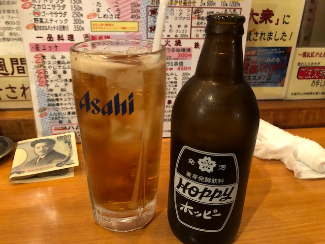 朝から飲める立ち飲み屋!ハムカツが逸品の「カドクラ」(上野・御徒町)
