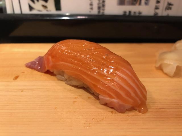 行列覚悟の人気立喰い寿司屋!「鮨屋とんぼ」(名古屋・新栄町)