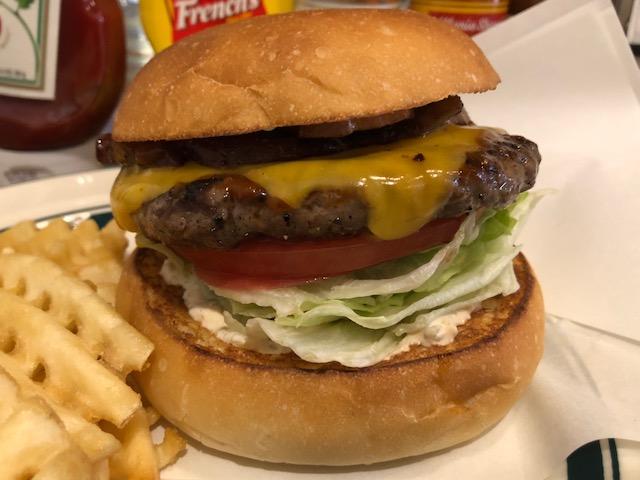 絶品!「CRUZ BURGER(クルーズバーガー)」(四ツ谷)で二種類のハンバーガー堪能