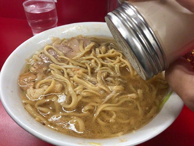 麺量多めの小ラーメンを堪能!「ラーメン二郎 神田神保町店」