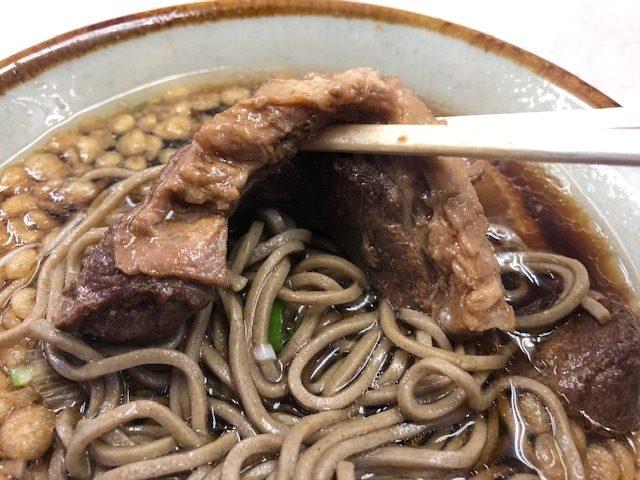 ホッコリする味の肉そばを堪能!「豊しま 飯田橋店」