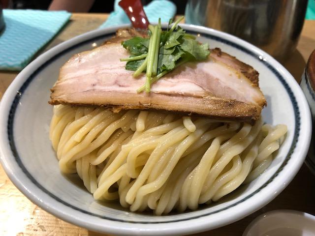 スッキリ食べやすいラーメン!「煮干麺 新橋 月と鼈(スッポン)」