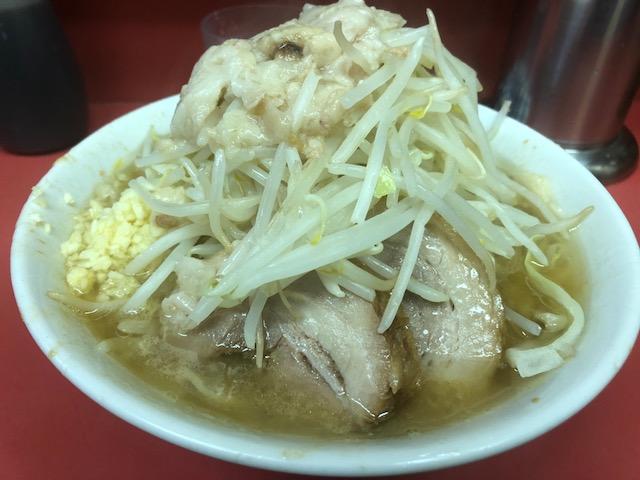 待ち時間覚悟の人気ラーメン店!「ラーメン二郎 桜台駅前店」