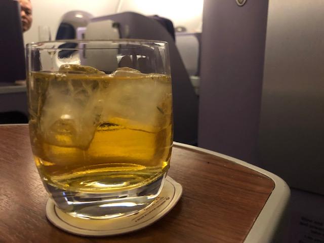 タイ国際航空(A380)ビジネスクラスの機内食やサービスを堪能する