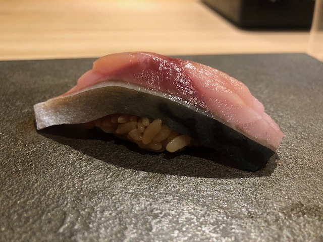 驚く程美味しくなかった鮨屋!「はっこく」(銀座)の大将は日本酒呑みながら握る