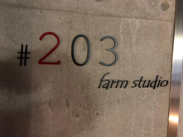 「farm studio #203 (ニーマルサン)」(学芸大学)カウンター中華が楽しめる