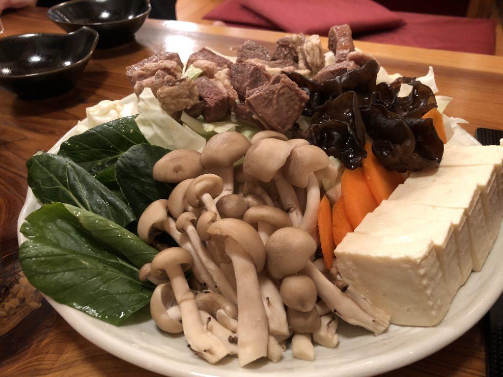 ラム肉料理と火鍋を堪能!「マルミ羊肉店」(門前仲町)