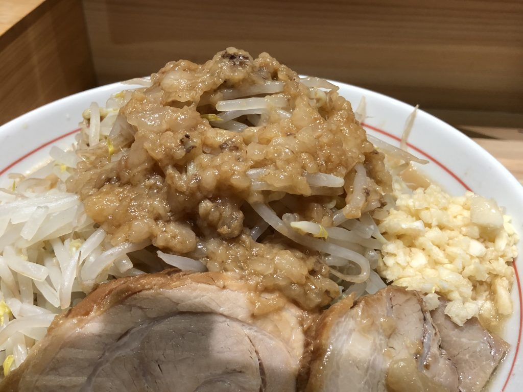 極太麺!二郎インスパイア「真久中」(神保町)を堪能する