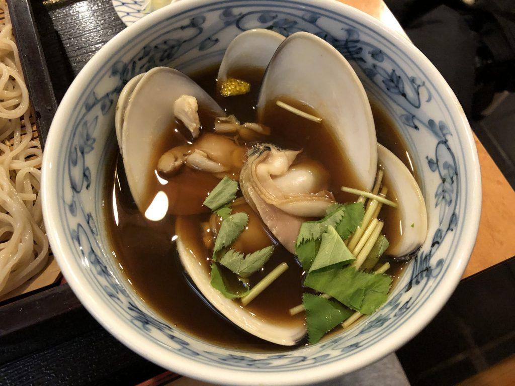牡蠣とはまぐりが絶品!「弁天」(浅草)で飲みながらアテを楽しむ